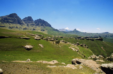 LES1099 Rock outcrops and grassy slopes beneath the escarpment in Sehlabathebe National Park.