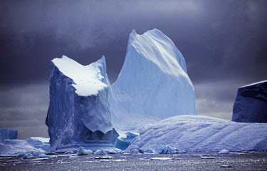 ANT0106 Grounded icebergs.