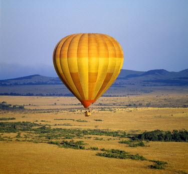 KEN4298 An early morning hot air balloon flight over Masai Mara.