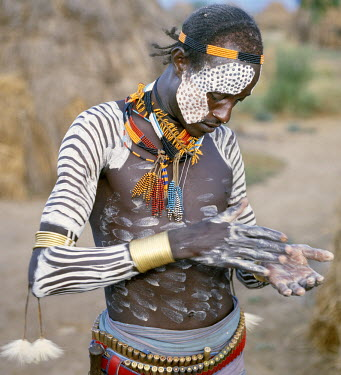 Karo men excel in body art. They decorate their faces and torsos elaborately using local white chalk, pulverised rock and other natural pigments. Braided hairstyles are typical of the young men. Alm...