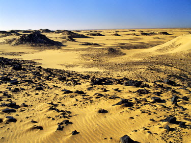 SUD1132 Magnificent desert scenery in the Nubian Desert of northeast Sudan has been created by the erosion of sedimentary rock, which in places is highly oxidised. This desert is an extension of the great Sah...