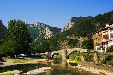 SPA2904 Roman Bridge over the River Esca, Burgui village, Navarra, Spain.