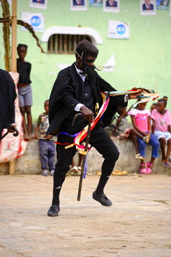 SAO1001 Amateur actors perform a Sao Tomense play called 'Auto de Floripes'. The play is traditionally performed each year in August in the middle of Santa Antionio, on the island of Princip�. Sao Tom� and Pr...