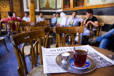 SY1265 Drinking tea in the famous Al Nawfara cafe in Old Damascus, Syria