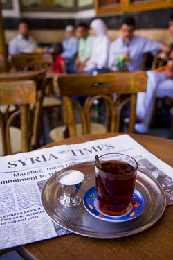 SY1264 Drinking tea in the famous Al Nawfara cafe in Old Damascus, Syria