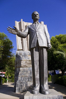 SY1250 A giant statue of Hafez al-Assad in downtown Damascus. He ruled Syria with an iron fist for 34 years until being succeeded by his son Bashar after his death in 2000.