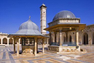 SY1158 The Great Mosque in Aleppo was founded in the 8th century, although the minaret, dating from 1080, is the oldest surviving part today.