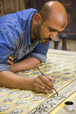 SY1151 A craftsman restores a traditional house in Damascus, Syria