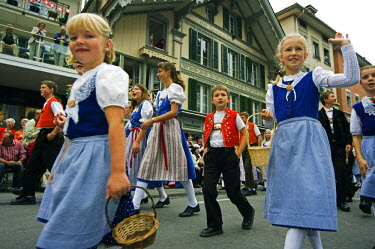 SWI6170 Children in traditional costume parading at the Unspunnen Festival Bicentenary, Interlaken, Jungfrau Region, Switzerland
