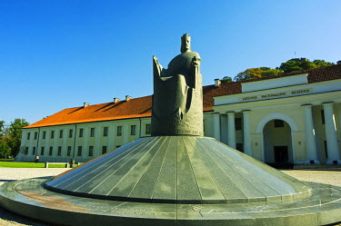 LIT1023 Lithuania, Vilnius. National museum monument of King Mindaugas - part of Vilnius Unesco World Heritage Site.