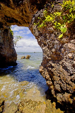 BRA0400 Brazil, Bahia, Barra Grande, Ilha da Pedra Furada (holed stone Island). The sea arch from which the island gets it name at low tide.