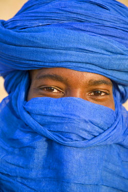 MAL0579 Mali, Timbuktu. The eyes of a Tuareg man in his blue turban at Timbuktu.
