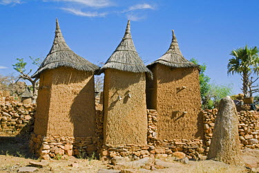 MAL0503 Mali, Dogon Country, Koundu. A small settlement built among rocks near the Dogon village of Koundu. Dwellings have flat roofs while granaries to store millet have pitched thatched roofs. The Dogon are...