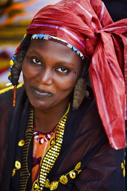 MAL0478 Mali, Gao. A Songhay woman at Gao market with an elaborate coiffure typical of her tribe.