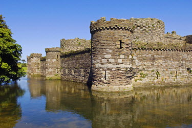 WAL6692 Wales; Anglesey, Beaumaris. Designed in 1295 by James of St George, Beaumaris Castle is one of the finest of the Iron Ring of castles build by Edward I to stamp his authority on the Welsh.