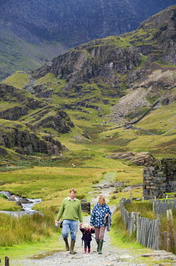 WAL6842 Wales, Conwy, Snowdonia. A family walking in Cwm Llan along the  Watkin Path one of the routes up Snowdon.