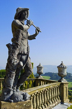 WAL6888 Wales; Powys; Welshpool.  An  Italianate sculpture of a shepherd stands on the ornate ballustrading on the Aviary Terrace at the spectacular garden at Powis Castle