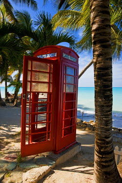 AB01026 Caribbean, Antigua, Dickenson Bay, English red telephone box