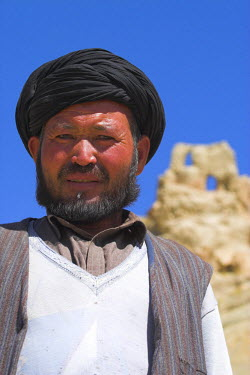 AF01017 Afghanistan, Bamiyan Province, Bamiyan, Portrait of local man