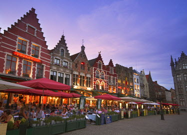 BE02028 The Markt (Main Market Place), Bruges, Flanders, Belgium