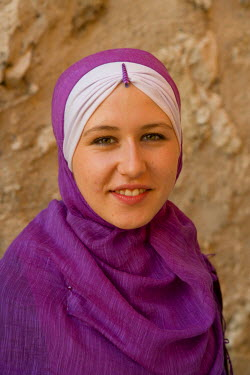 BH01006 Muslim woman wearing traditional clothing, Mostar, Bosnia and Herzegovina