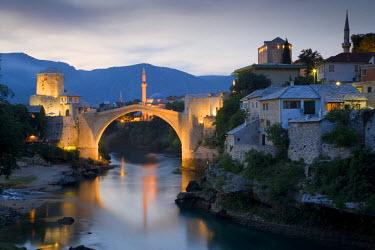 BH01020 Mostar & old Bridge over the Neretva river, Bosnia and Herzegovina