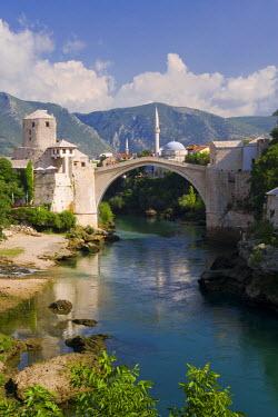 BH01021 Mostar & old Bridge over the Neretva river, Bosnia and Herzegovina