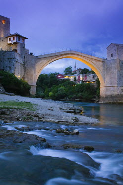 BH01037 Bosnia and Herzegovina, Mostar, The Old Bridge (Stari Most)