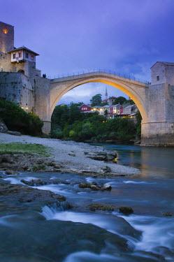 BH01037 Bosnia and Herzegovina, Mostar, The Old Bridge (Stari Most)
