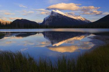 CA08119 Mount Rundle and Vermillion Lakes, Banff-Jasper National Parks, Alberta, Canada