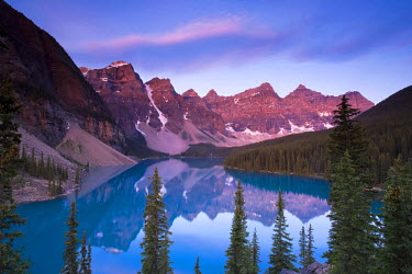 CA08159 Moraine Lake and Valley of 10 Peaks (Wenkchemna Peaks) at sunrise, Banff National Park, Alberta, Canada