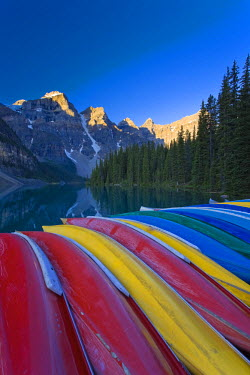 CA08165 Moraine Lake and Valley of 10 Peaks (Wenkchemna Peaks) at sunrise, Banff National Park, Alberta, Canada