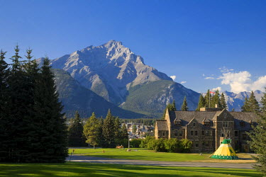 CA08185 Cascade Mountain and Cascade Gardens, Banff Town, Banff National Park, Alberta, Canada