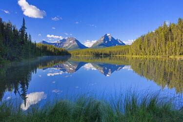 CA08203 Whirlpool Peak, Mt. Fryatt & Leech Lake, Jasper National Park, Alberta, Canada