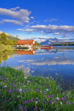 CA08206 Boathouse and Maligne Lake, Jasper National Park, Alberta, Canada