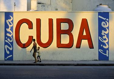 CB01025 Sign on Wall, Havana, Cuba