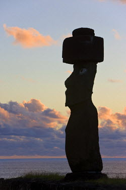 CL02173 Chile, Rapa Nui, Easter Island, Moai statue Ahu Ko Te riku, the only topknotted & eyeballed Moai