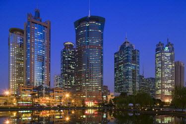 CN03088 China, Shanghai, Pudong, Lujiazui financial district