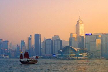HK01214 Junk on Victoria Harbour & skyline, Hong Kong, China