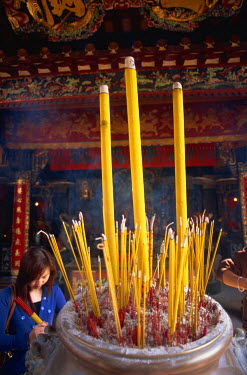 TPX9589 China, Hong Kong, Cheung Chau Island, Incense at Pak Tai Temple
