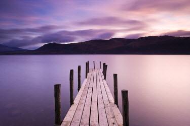 UK02530 Brandelhow Bay jetty, Derwentwater, Keswick, Lake District, Cumbria, England
