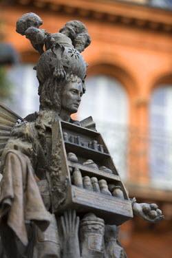 FR02246 Statue, Grasse, Provence, France