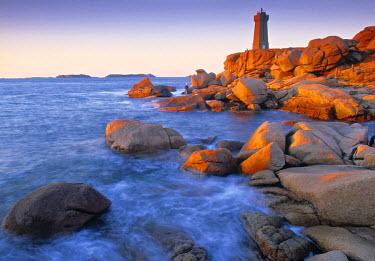 FR05149 Ploumanach Lighthouse, Cote de Granit Rose, Cotes d'Amor, Brittany, France