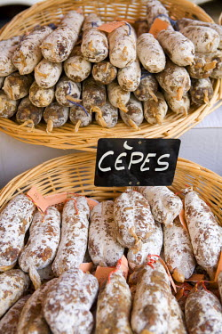 FR05195 Sausages at Market Day, Sarlat, Dordogne, France