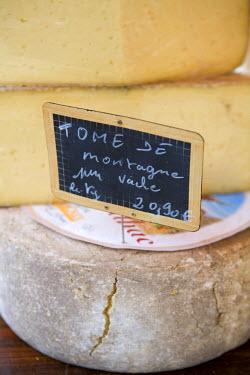 FR05203 Cheese at Market, Sarlat, Dordogne, France, France