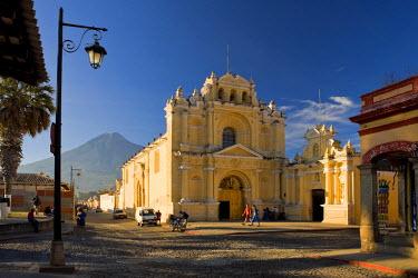 GT01099 La Antigua Guatemala (Unesco site), San Pedro Church and Vulcan de Agua, Guatemala