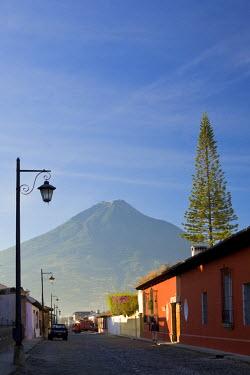 GT041RF La Antigua Guatemala (Unesco site) and Vulcan de Agua, Guatemala