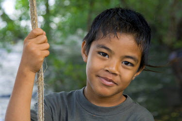 MI02053 Young local boy, Kosrae, Federated States of Micronesia