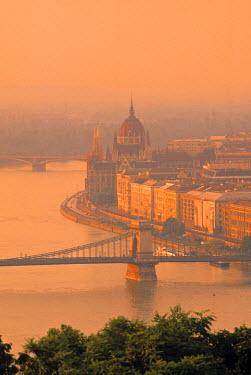 HU01091 Chain Bridge & Danube River, Budapest, Hungary