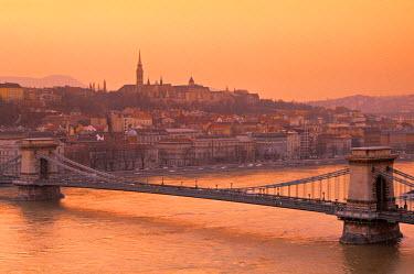 HU01203 Chain Bridge & Danube River, Budapest, Hungary